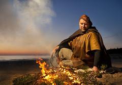 Kuvanveistäjä Tauno Kangro (Kurssille.com) Tags: taunokangro kuvanveistäjä tuhkana meri rannikko ranta nuotio jyrkivesa valokuvauskurssi valokuvaus idyllinen