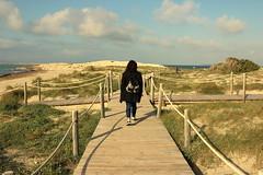 HANYAUKU, Caminar de puntillas sobre la arena caliente (Lucia Cortés Tarragó) Tags: free sky lovely friend formentera canon sand sea bridge love lovers bestfriends adventures balearicislands relax