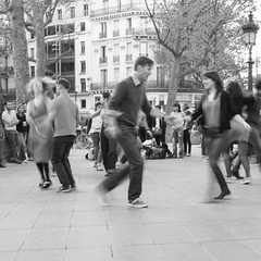 Public dancing (xfoTOkex) Tags: france paris longexposure dancers dancer dancing