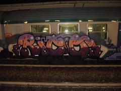 465 (en-ri) Tags: rito lgb genova bene train torino graffiti writing rosa viola arrow lilla