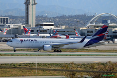 LATAM, Boeing 767-300ER (Ron Monroe) Tags: latam boeing 767 lax klax airliners airlines cccwv