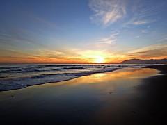 Reflejo en la orilla (Antonio Chacon) Tags: andalucia atardecer marbella málaga mar mediterráneo costadelsol cielo españa spain sunset sol nubes nature naturaleza paisaje agua orilla