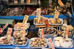 036A0810 (zet11) Tags: tsukiji nippon fish port market japan tokyo japenese owocemorza ryby sushi ludzie ulica