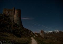 Il cosmo sopra Rocca di Calascio (EmozionInUnClick - l'Avventuriero's photos) Tags: gransasso roccadicalascio castello notturna panorama ruderi sentiero stelle
