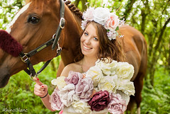 *  La Dame Aux RoseS  * (RhinoBlanc photographe) Tags: horse cheval nikon d200 sigma 30mm ex dg hsm 28 composisition frenchphotographer 35mm girl ros rose fleurs duo rhinoblanc