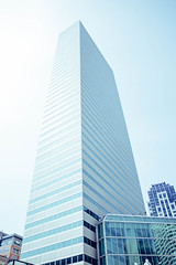 A Skyscraper in Boston (Artisticgram) Tags: boston massachusetts city citylife street streetphoto streetphotography candid canon art artistic artisitcgram photographer unexpected awesome cool photographyisfun