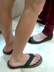 Image4647 (ceegee2007) Tags: feet toes candid bare flipflops barefeet malefeet