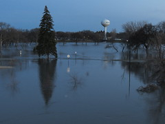 2013 4-28 Red River Watch (6) (Jesse.White) Tags: flooding redriver fargo moorhead