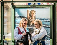 Strandvägen 17 maj 2014 (Andreas Norstedt) Tags: red stockholm streetphotography flickrchallengegroup flickrchallengewinner fujifilmxe1