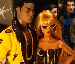 Darius & Adele (Deejay Bafaroy) Tags: blue portrait playing black sunglasses yellow closeup lady de toys cool glamour doll dolls pierre go barbie it portrt gelb blond blonde reid to makeda blau adele fr opium schwarz ayumi sonnenbrille homme puppe puppen thriller integrity darius vries fr2 jasonwu fashionroyalty