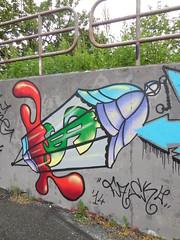 DSCN6511 (en-ri) Tags: muro wall writing torino graffiti 14 rosso azzurro lampada lilla diamante 2014 fasko
