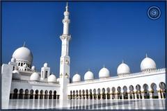 Abu Dhabi, United Arab Emirates (Wioletta Ciolkiewicz) Tags: city building minaret capital ciudad mosque arabic abudhabi emirate unitedarabemirates citt zea miasto budynek stolica wiea sheikhzayedbinsultanalnahyan meczet emiratiarabiuniti  emiratosrabesunidos sheikhzayedgrandmosque  uaezjednoczoneemiratyarabskie wiolettaciolkiewicz