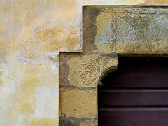 Rosette at the door - Tuscany (Herv Platteaux) Tags: door italy stone pierre tuscany porte toscane rosette italie 2014