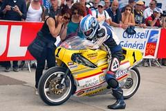 Maurice Joron (Chevallier-Honda  500-3 1984, ex-Rachel Nicotte) est joliment assist ! (Cdric JANODET) Tags: honda scott gg baker dijon alba indian vincent cte norton harley motorbike triumph moto bmw motorcycle yamaha ago hd saul cz suzuki braun spencer ducati davidson circuit bourgogne jawa fau seeley kawasaki aermacchi laverda guzzi ajs bsa motorrad cml urs knig 2014 rickman egli morini godet kreidler benelli terrot lgende agostini ragot motobcane rigal coupes motoconfort prenois cecotto genoud godier dor dijonprenois sarron monneret mliand
