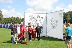 Referentenfoto vom Pressegespräch vor dem XL-Doodle (klaeui) Tags: badsegeberg campd