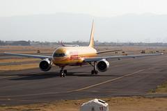 547C0639_Mar29_HP-2110DAE (FelipeGR90) Tags: aeropuerto internacional benito juarez boeing 757 ciudad de mexico dhl aero expreso city 752 757200 aicm b752 b757 cdmx d5 dae hp2110dae mex mmmx yellow