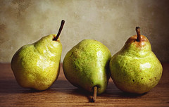 Pearspective (Through Serena's Lens) Tags: pear fruit green yellow closeup stilllife tabletop indoor texture light shiny three pears foodphotography