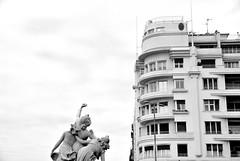 www.unaialberdi.com (UNAI ALBERDI ALONSO) Tags: donostia luz light nikon original figuras figures arte art basque euskadi gipuzkoa blanco negro black diferente edificio desing diseño