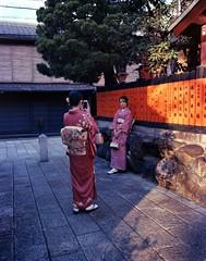 Kyoto - Strike A Pose (* Daniel *) Tags: mamiya7ii mamiya markdaniel markdanielphotocom kodak ektar100 ektarcolor kodakektar100 ektar kodakektar 100asa japan kyoto streetphotography street streetphoto people candidstreetportrait candid geisha