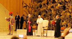 Papstaudienz (sharpals) Tags: rom roma papst pope italien kirche prister