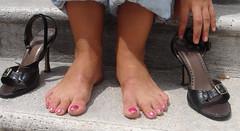 Noemi 17 (J.Saenz) Tags: feet foot pies fetichismo barefoot descalza zapatos off shoes tacones heels tacos tacchi schuh scarpe shoefetish sandals sandalias shoeplay podolatras pieds mujer woman dedo toe pedicure nail uña polish esmalte pintada toenail