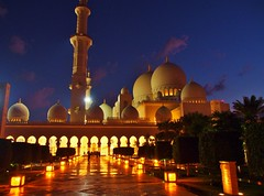 Mosque at Night (iTimbo61) Tags: sunset dusk islam uae middleeast olympus mosque abudhabi relgion magreb sheikhzayedgrandmosque