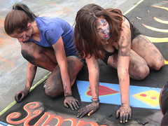 i Madonnari (Viejito) Tags: california blue girls summer people usa art yellow festival santabarbara america canon painting hair neck geotagged necklace chalk amrica women arte unitedstates arms heart gente legs skin weekend bare kunst tail nail tshirt polish dirty powershot parade redhead sweaty sidewalk teen barbara thighs pony artists shorts stains shoulders brunette cleavage amerika smudges memorialday artistes trottoir teenage summersolstice madonnari 2014 vada imadonnari streetpainting s100 krijt brbara amrique summersolsticeparade sbhs canons100 krijttekening geo:lat=34438213 geo:lon=119713383 palixmano strasenmalerei
