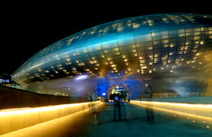 Entering the spaceship (Dongdaemun, Seoul, Korea) (joe nes) Tags: park new history culture korea seoul spaceship dongdaemun 400million