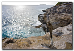 Daniel Lowe Memorial (seagr112) Tags: cliff hawaii necklace beads memorial cross unitedstates oahu pacificocean cliffjumping portlock daniellowe spittingcave