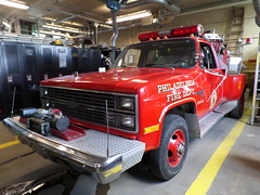 Philadelphia Fire Department Grass FireFighter 1 (Canadian Emergency Buff) Tags: usa chevrolet philadelphia grass america fire 1 pennsylvania united chevy states firefighter department dept gf1 of saulsbury