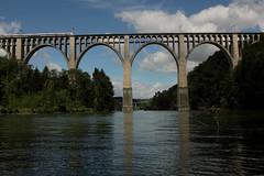 Grandvey - Viadukt - Grandveyviadukt ( Eisenbahnbrcke - Brcke - Bridge - Pont ) an der Bahnlinie B.ern => Freiburg ber dem Schiffenensee - Schiffenenstausee ( Stausee - See - Lac - Lake ) im Kanton Freiburg - Fribourg in der Schweiz (chrchr_75) Tags: bridge lake juni creek train river lago schweiz switzerland see suisse swiss lac eisenbahn zug pont christoph svizzera brcke fluss bahn treno eisenbahnbrcke 2014 suissa 1406 viadukt schiffenensee sarine chrigu saane bahnbrcke chrchr hurni kantonfreiburg chrchr75 chriguhurni kantonfribourg schiffenenstausee chriguhurnibluemailch grandvey juni2014 albumsaanesarine hurni140630 grandveyvyadukt albumsaane gummiboottour grandveyviadukt