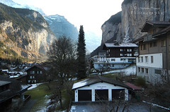 Lauterbrunnen/Switzerland (MarianaFC26) Tags: lauterbrunnen switzerland mountain house tree rock hills snow winter