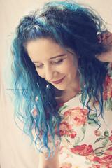 el quieto silencio de un sonrisa (.¸.·•●✿ ℓυ∂υєη ✿●•·.¸.) Tags: retrato autoretrato selfportrait portrait luznatural yo luzventana