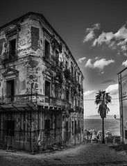 Old House In Tropea (signer.robert) Tags: calabria buildings bw tropea