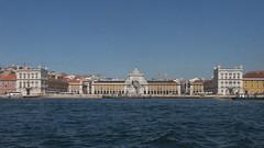 Praça do Comércio (DaveGray) Tags: lisbon portugal canoneos70d praçadocomércio buildings architecture riverside tagusriver riotejo dirtywindow