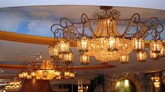 The Tiffany & Crystal Room VII (joeclin) Tags: amateur 2000s northamerica chandeliers america unitedstates usa newyork ny longisland li nassaucounty northhempstead greatneck leonardspalazzo cateringhall weddingreception indoor color canonpowershotsd500 thetiffanycrystalroom interior ceiling