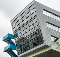 Blaue Treppe (Tafule79) Tags: blickwinkel farbig leuchtend farben grau spiegelung blau blick architekt architektur düsseldorf medienhafen