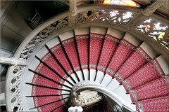 looking down the stairs (Bernergieu) Tags: switzerland thun stairs spiral stair spiralstair red castle