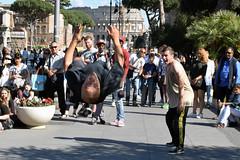 Il volo (Maurizio Belisario) Tags: artistadistrada musica dance ballo dancer ballerino acrobazia roma rome foriimperiali salto jump volo fly funny simpatica acrobata breakdance colosseo