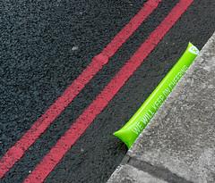'Don't Stop Cheering' (EZTD) Tags: london londonengland londonimagenetwork londinium londonmarathon virginmoneylondonmarathon 2017 april2017 runners marathon longdistance crowd cityoflondon towerbridge 20kmark 12milemark towerbridgeroad masses clubrunners funrunners