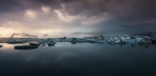 Last lights on Jökulsárlón glacier