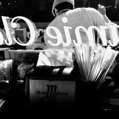 Balayer devant sa porte... (woltarise) Tags: boulangerie mamieclafoutis montréal outremont employé reflets streetwise