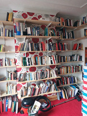 2017_04_160005 (Gwydion M. Williams) Tags: books bookcases sorting coventry britain greatbritain uk england warwickshire westmidlands chapelfields sirthomaswhitesroad