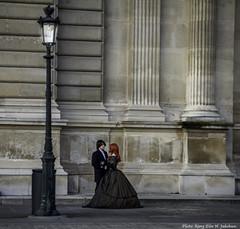 A couple in love at Louvre, Paris. (Elin Jakobsen) Tags: paris france love couple louvre romantic