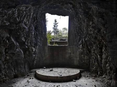 """Carso, Monte San Michele Postazione lungo le gallerie cannoniere italiane scavate sotto """"Cima 3"""""""