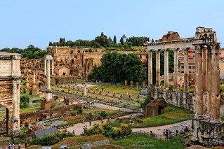 Rome : Roman Forum / Temple of Saturn.