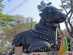 Le temple de Chamundi (Mysore, Inde) (dalbera) Tags: india nandi mysore durga inde chamundi taureau dalbera