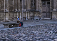 Alone in a large space (BAN - photography) Tags: paris france thelouvre courcarre