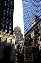 Miroir (FUMIGRAPHIK-Photographist) Tags: new york architecture design or perspective bleu ciel miroir rue reflets immeuble