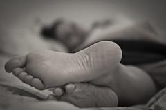 Patas locas (::: M @ X :::) Tags: woman feet girl pie foot bed mujer toes toe fav50 femme fav